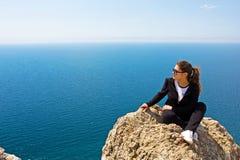 γυναίκα θάλασσας βράχο&upsilon Στοκ Εικόνες