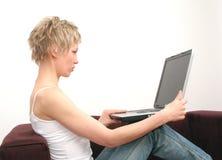 γυναίκα θέσεων lap-top αντιγράφ&om Στοκ Εικόνα