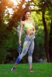 Γυναίκα ικανότητας με ένα πηδώντας σχοινί Στοκ Εικόνες