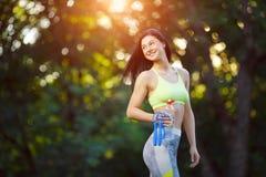Γυναίκα ικανότητας με ένα πηδώντας σχοινί Στοκ εικόνα με δικαίωμα ελεύθερης χρήσης