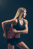 Γυναίκα ικανότητας που κάνει την κατάρτιση βάρους με την ανύψωση μεγάλων βαρών Στοκ Εικόνα
