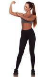 Γυναίκα ικανότητας στο αθλητικό ύφος που στέκεται στο απομονωμένο άσπρο κλίμα στοκ εικόνες