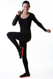 Ευτυχής χαμογελώντας γυναίκα που κάνει τις αθλητικές ασκήσεις Στοκ Εικόνες