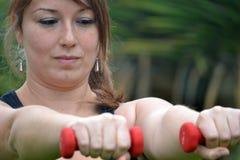 Γυναίκα ικανότητας στο πάρκο Στοκ φωτογραφία με δικαίωμα ελεύθερης χρήσης