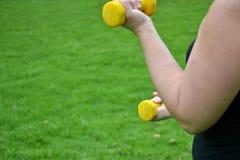 Γυναίκα ικανότητας στο πάρκο Στοκ Φωτογραφία