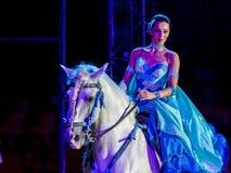Γυναίκα ιππασίας στο τσίρκο Στοκ φωτογραφία με δικαίωμα ελεύθερης χρήσης