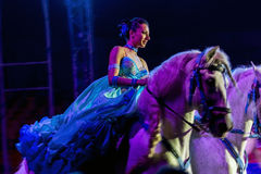 Γυναίκα ιππασίας στο τσίρκο Στοκ Φωτογραφία