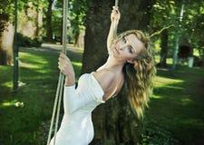 γυναίκα κήπων ομορφιάς Στοκ Φωτογραφία