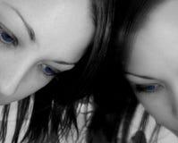 γυναίκα καθρεφτών Στοκ φωτογραφίες με δικαίωμα ελεύθερης χρήσης