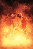 Γυναίκα και άνδρας στην πυρκαγιά Στοκ φωτογραφία με δικαίωμα ελεύθερης χρήσης