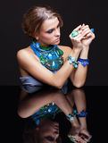 Γυναίκα και καθρέφτης Brunette Στοκ Εικόνα