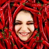 Γυναίκα και κόκκινο πιπέρι τσίλι Στοκ φωτογραφίες με δικαίωμα ελεύθερης χρήσης