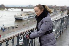 Γυναίκα και κλειδαριά Στοκ φωτογραφίες με δικαίωμα ελεύθερης χρήσης