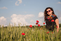 Γυναίκα και παπαρούνες Στοκ φωτογραφίες με δικαίωμα ελεύθερης χρήσης