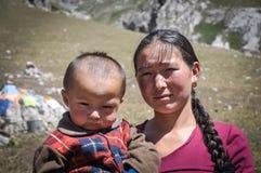 Γυναίκα και το παιδί της στο Κιργιστάν Στοκ φωτογραφίες με δικαίωμα ελεύθερης χρήσης