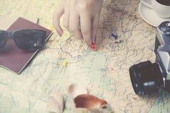Γυναίκα και χάρτης Στοκ Φωτογραφίες