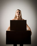 Γυναίκα και cardboards Στοκ Φωτογραφία