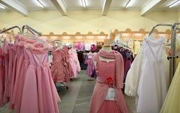 γυναίκα καταστημάτων φορεμάτων s Στοκ φωτογραφία με δικαίωμα ελεύθερης χρήσης