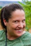 Γυναίκα κινηματογραφήσεων σε πρώτο πλάνο με το πονηρά χαμόγελο και Nosering Στοκ φωτογραφίες με δικαίωμα ελεύθερης χρήσης