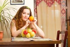 γυναίκα κουζινών σπιτιών νωπών καρπών Στοκ Εικόνα