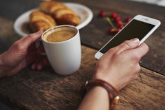 γυναίκα κουπών καφέ Στοκ Εικόνες
