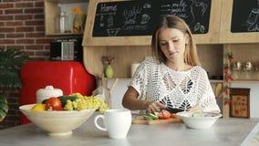 γυναίκα λαχανικών αποκο& απόθεμα βίντεο