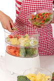 γυναίκα λαχανικών κουζι Στοκ εικόνες με δικαίωμα ελεύθερης χρήσης