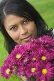 γυναίκα λουλουδιών στοκ εικόνα με δικαίωμα ελεύθερης χρήσης