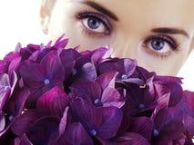 γυναίκα λουλουδιών Στοκ φωτογραφία με δικαίωμα ελεύθερης χρήσης