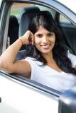 Γυναίκα μέσα στο αυτοκίνητο Στοκ Εικόνες