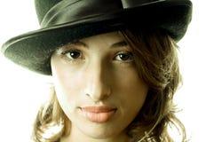 γυναίκα μαύρων καπέλων Στοκ φωτογραφία με δικαίωμα ελεύθερης χρήσης