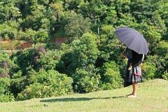Γυναίκα μειονότητας με την ομπρέλα Στοκ εικόνα με δικαίωμα ελεύθερης χρήσης