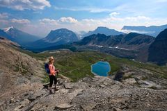 Γυναίκα Μεσαίωνα που στο Canadian Rockies στοκ φωτογραφία με δικαίωμα ελεύθερης χρήσης