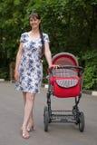 γυναίκα μεταφορών μωρών Στοκ Εικόνα
