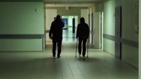 Γυναίκα με ένα σπασμένο πόδι στο νοσοκομείο απόθεμα βίντεο