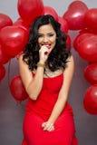 Γυναίκα με κόκκινα ballons Στοκ Φωτογραφία