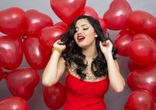 Γυναίκα με κόκκινα ballons Στοκ φωτογραφία με δικαίωμα ελεύθερης χρήσης