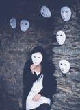 Γυναίκα με μια μάσκα Στοκ φωτογραφία με δικαίωμα ελεύθερης χρήσης