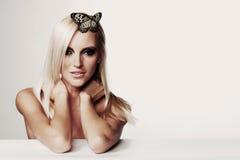 Γυναίκα με μια πεταλούδα Στοκ Φωτογραφία