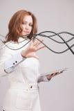 Γυναίκα με τα ηλεκτρικά καλώδια ή τα καλώδια, κυρτές γραμμές Στοκ εικόνες με δικαίωμα ελεύθερης χρήσης