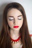 Γυναίκα με τα κόκκινα χείλια Στοκ φωτογραφία με δικαίωμα ελεύθερης χρήσης