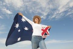Γυναίκα με την αυστραλιανή σημαία υπαίθρια Στοκ Εικόνες