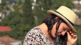 Γυναίκα με την ενόχληση ματιών απόθεμα βίντεο