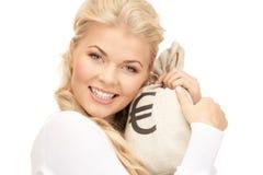 Γυναίκα με την ευρο- υπογεγραμμένη τσάντα Στοκ φωτογραφία με δικαίωμα ελεύθερης χρήσης