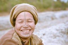 Γυναίκα με την καφετιά ΚΑΠ σε Arunachal Pradesh Στοκ Εικόνα