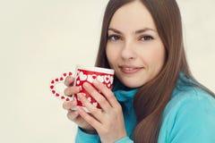 Γυναίκα με την κούπα Στοκ εικόνα με δικαίωμα ελεύθερης χρήσης