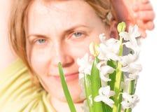 Γυναίκα με την κόκκινες τρίχα και τις φακίδες Στοκ φωτογραφίες με δικαίωμα ελεύθερης χρήσης