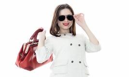 Γυναίκα με την κόκκινη τσάντα στα χέρια Στοκ Εικόνα