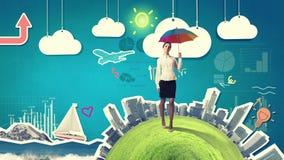 Γυναίκα με την ομπρέλα ουράνιων τόξων Στοκ Φωτογραφίες