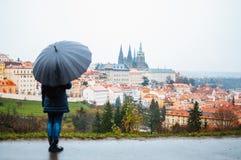 Γυναίκα με την ομπρέλα στοκ εικόνα με δικαίωμα ελεύθερης χρήσης